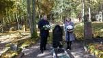 Prie V.Didžio kapo Pagėgių savivaldybės meras V. Komskis ir M.Jankaus muziejaus direktorė L.Burzdžiuvienė