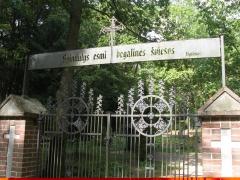 Bitėnų kapinių vartai