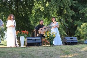 Koncertinės programos Jausmų turnyras atlikėjai v.Kochanskytė, A.Kelpša ir R.Preikšaitė